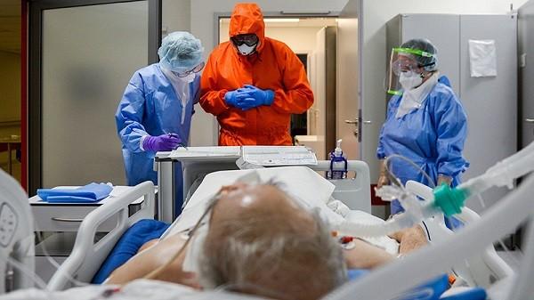 Người cao tuổi là đối tượng có nguy cơ cao mắc và diễn biến nặng khi mắc Covid-19