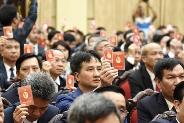 Các đại biểu biểu quyết thông qua chương trình đại hội