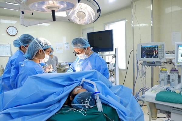 """Ca phẫu thuật """"trả lại giới tính thật"""" cho bệnh nhân H."""