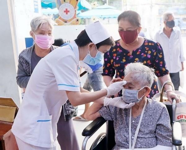Khám sức khỏe cho người cao tuổi trong thời điểm có dịch Covid-19