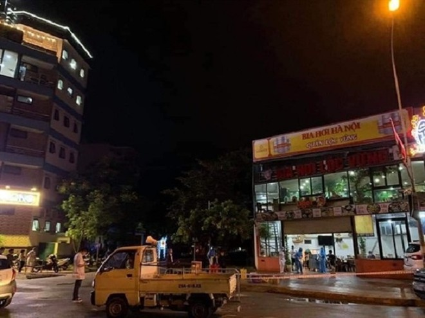 Cơ quan chức năng tiến hành khử khuẩn tại quán bia Lộc Vừng (huyện Thanh Trì)