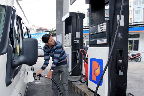 Sử dụng quỹ bình ổn để giữ nguyên giá xăng dầu