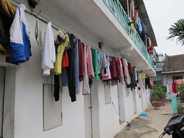 Hàng nghìn công nhân sống trong các khu nhà trọ chật hẹp