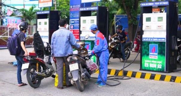 Việc điều hành giá xăng dầu đang có nhiều bất cập