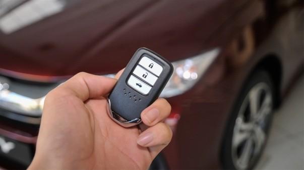 Đọc kỹ điều khoản hợp đồng khi mua ô tô để được đảm bảo quyền lợi