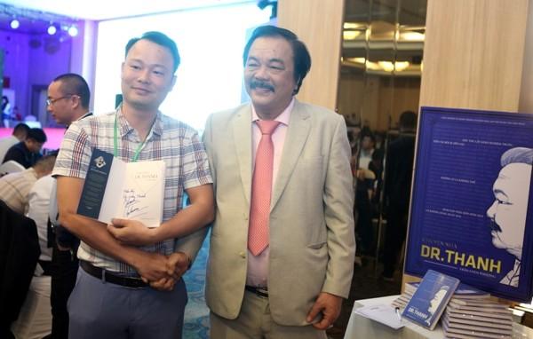 """Cuốn sách """"Chuyện nhà Dr Thanh"""" chia sẻ câu chuyện thành công và thất bại của"""