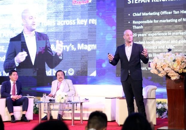 Giám đốc marketing của Tân Hiệp Phát, ông Stefan chia sẻ 10 bí quyết marketing hiệu quả (ảnh: Phú Khánh)