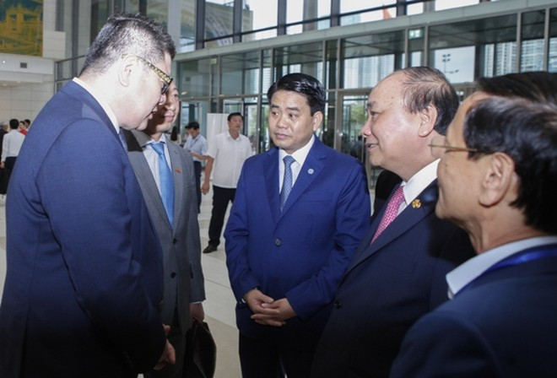 Lãnh đạo Chính phủ và TP Hà Nội lắng nghe ý kiến của nhà đầu tư- Ảnh: Phú Khánh
