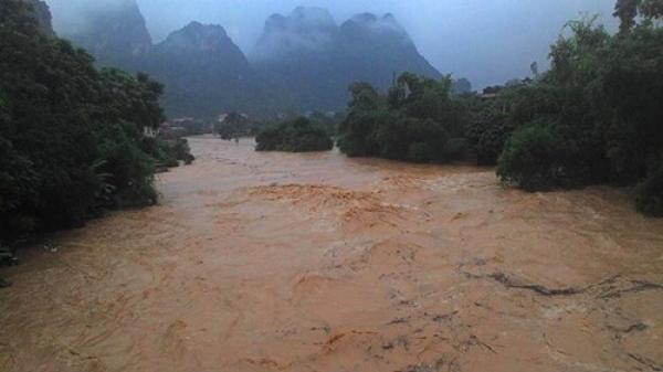 Mưa lũ khiến công tác khắc phục sự cố, khôi phục cấp điện tại các tỉnh miền núi phía Bắc gặp nhiều khó khăn