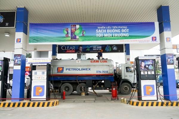 Petrolimex giảm giá 300 đồng/lít xăng, dầu diezel cho khách hàng mua lẻ vào thứ 6