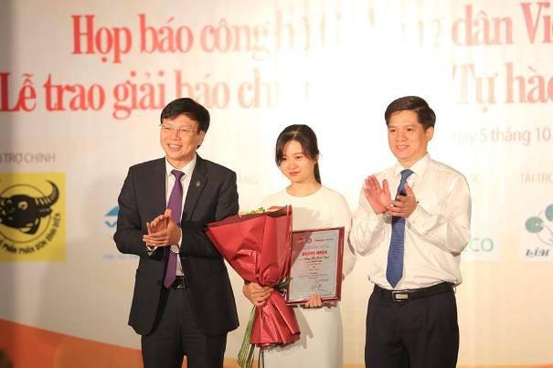 Tác giả Minh Tâm nhận giải Nhất giải báo chí toàn quốc Tự hào nông dân Việt Nam 2017-2018