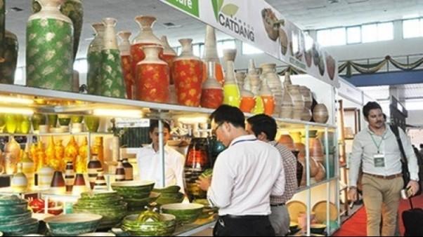 Hanoi Gift Show luôn thu hút rất đông khách tới tham quan, mua sắm, giao thương