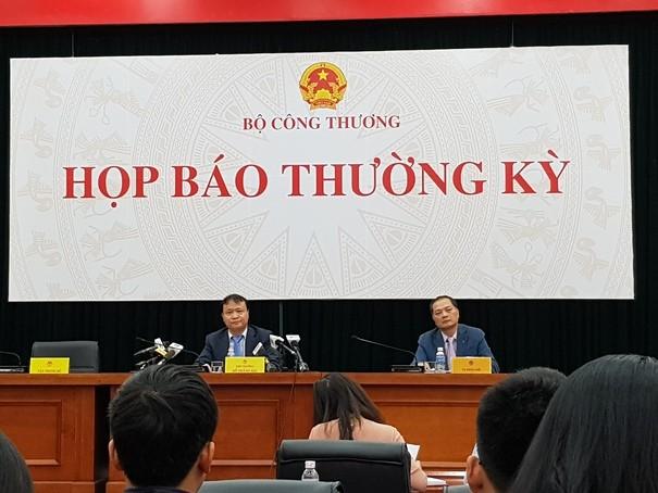 Thứ trưởng Đỗ Thắng Hải- người phát ngôn Bộ Công Thương chủ trì phiên họp báo ngày 17-10