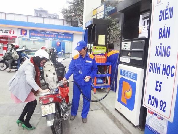 Doanh nghiệp cảnh báo thiếu nguồn xăng dầu nếu không tăng giá
