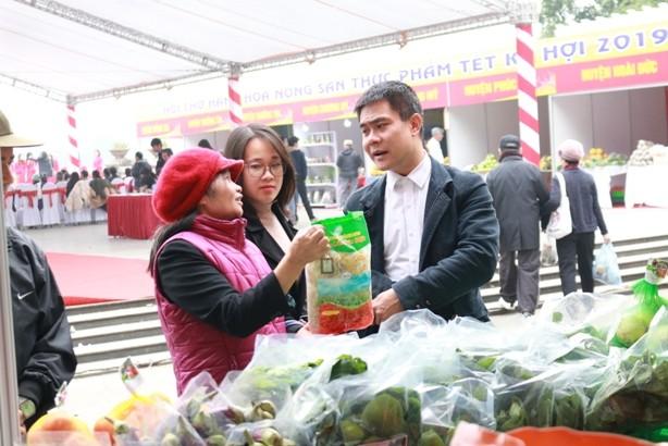 Hội chợ nông sản thực phẩm Tết Kỷ Hợi 2019 được đông đảo người dân quan tâm