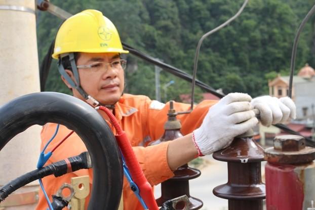 EVNNPC cấp điện an toàn, ổn định cho khách hàng