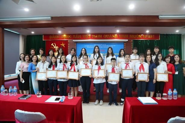 Hà Nội tuyên dương học sinh đoạt giải trong cuộc thi viết thư quốc tế UPU lần thứ 48