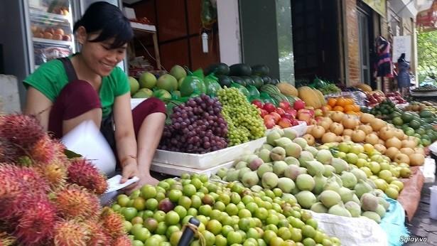 Trái cây được giá, tiểu thương bán chạy hàng