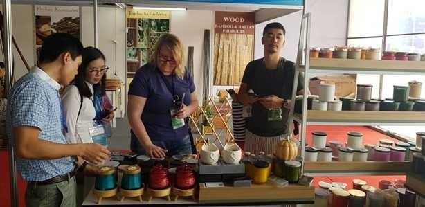 Đông đảo khách nước ngoài đến Hanoi Gift Show 2019