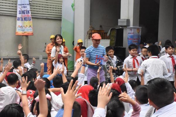 Học sinh Trường Tiểu học Chu Văn An hưởng ứng đố vui về kỹ năng sử dụng điện an toàn, hiệu quả