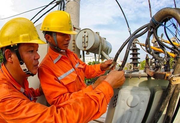 Huy động nguồn điện chạy dầu giá cao vẫn lo thiếu điện ảnh 1