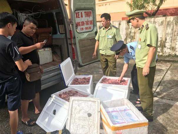 Kiểm tra hoạt động buôn bán, vận chuyển lợn, sản phẩm từ lợn (ảnh: QLTT)