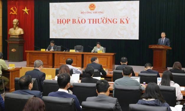 Thứ trưởng Bộ Công Thương Đỗ Thắng Hải trả lời báo chí tại cuộc họp báo thường kỳ ngày 12-12