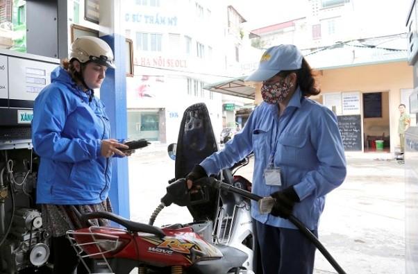 Giá xăng giảm giá nhỏ giọt