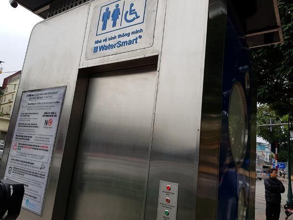Mẫu nhà vệ sinh công cộng thông minh mới vừa được lắp thử nghiệm
