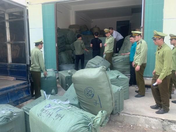 Lực lượng chức năng phát hiện, bắt giữ hàng lậu vận chuyển qua đường bưu điện
