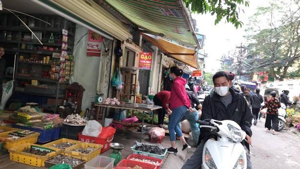 Hà Nội: Đảm bảo nguồn cung hàng tiêu dùng thiết yếu, người dân không cần tích trữ ảnh 1