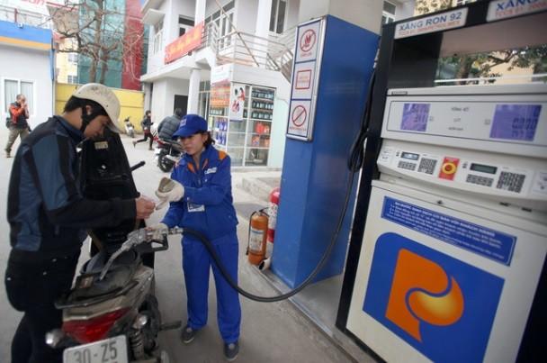 Giá xăng dầu giảm mạnh nhằm hỗ trợ sản xuất, kinh doanh