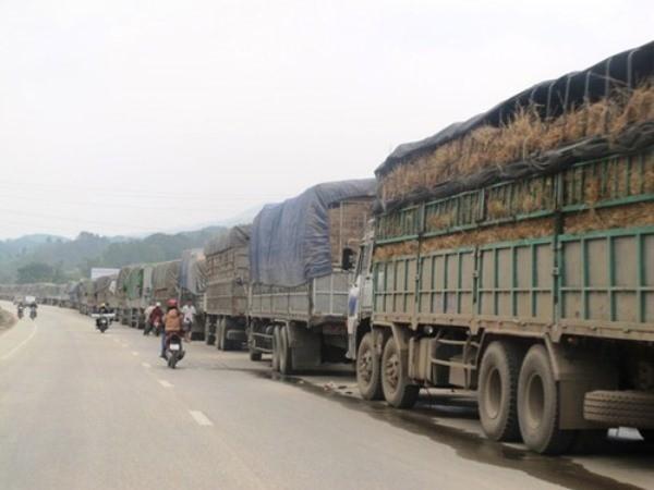 Hàng nghìn xe hàng ùn tắc tại các cửa khẩu phía Bắc với Trung Quốc