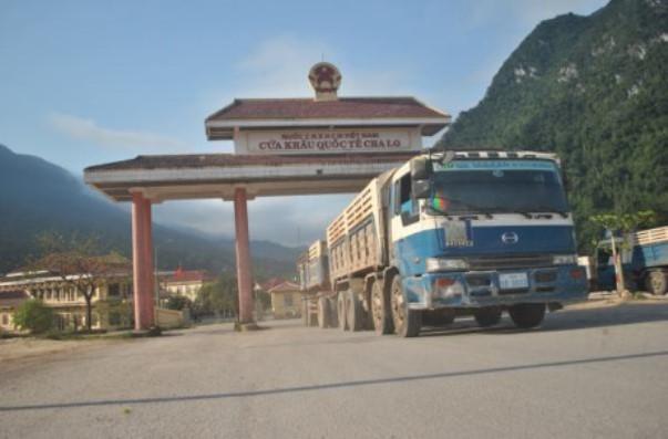 Hàng hóa qua cửa khẩu giáp Lào, Campuchia bắt đầu chậm lại