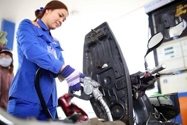 Giá xăng dầu giảm mạnh chưa từng có