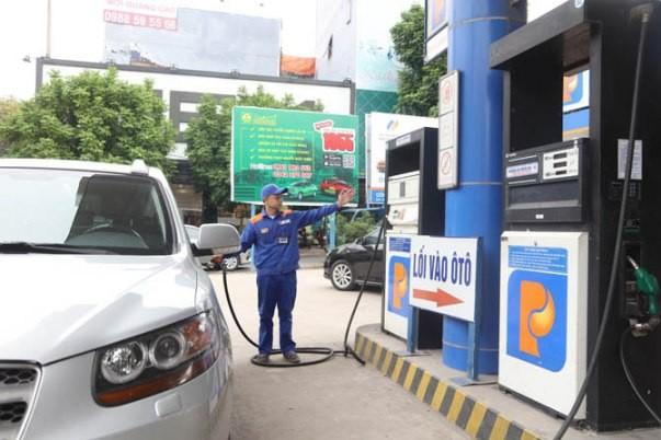 Không nên mua tích trữ xăng dầu