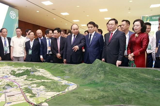 Thủ tướng Chính phủ Nguyễn Xuân Phúc và các đại biểu tham dự hội nghị ngày 27-6 (ảnh: Phú Khánh)