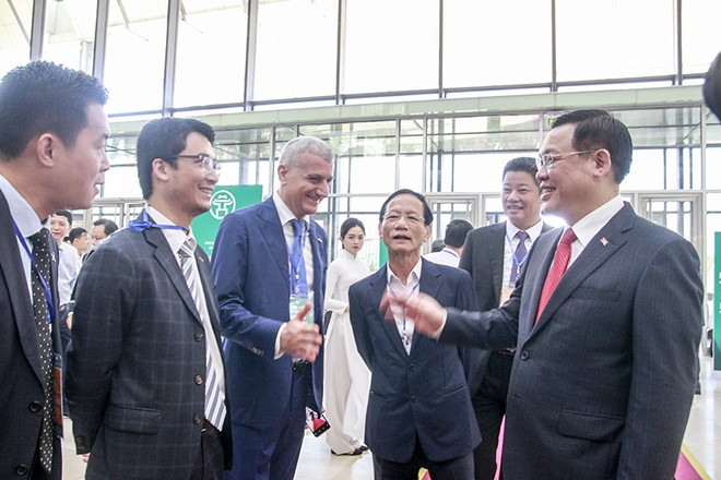 Nhiều đoàn khách trong và ngoài nước tham dự hội nghị (ảnh: Phú Khánh)