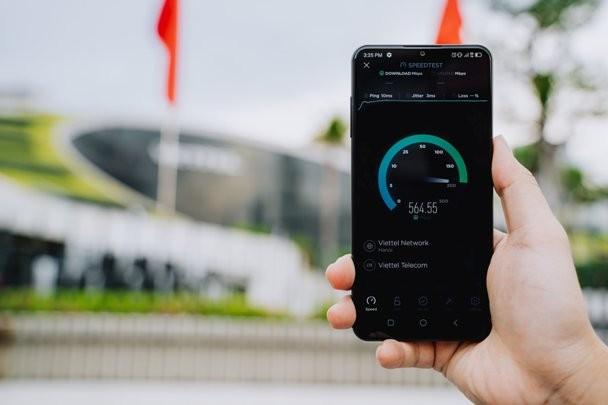 Điện thoại Vsmart Aris 5G đầu tiên tại Việt Nam