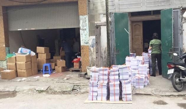 Lực lượng chức năng kiểm tra, phát hiện sai phạm ở cơ sở in tại quận Hoàng Mai, Hà Nội