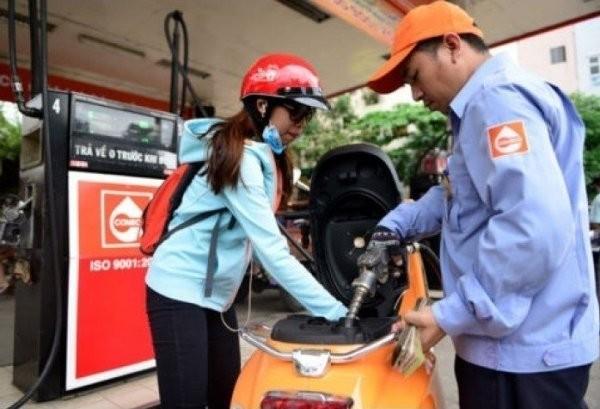 Giá xăng dầu giữ nguyên ở mức gần 15.000 đồng/lít