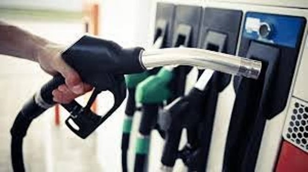 Giá xăng dầu trong nước biến động nhẹ