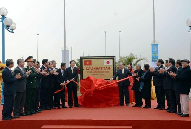 Cầu Nhật Tân chính thức thông xe