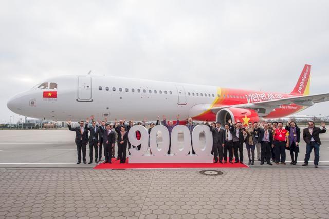 Chiếc máy bay Airbus thứ 9.000 vừa đáp xuống sân bay Tân Sơn Nhất chiều 23-3