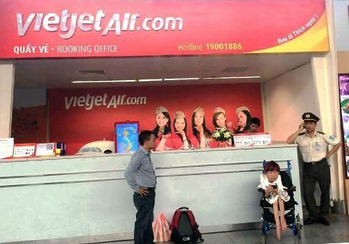 Nhân viên Vietjet Air từ chối vận chuyển khách khuyết tật bị kỷ luật, phạt tiền