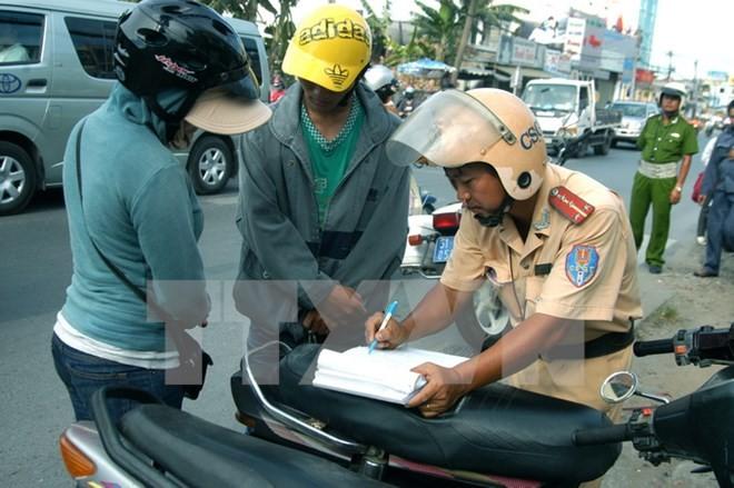 Người vi phạm giao thông tiến tới sẽ nộp phạt qua tài khoản ngân hàng