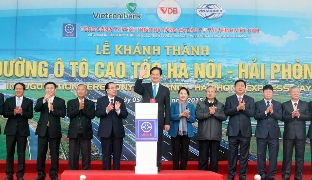 Thủ tướng Chính phủ Nguyễn Tấn Dũng cùng lãnh đạo các Bộ, ngành ấn nút thông xe cao tốc Hà Nội- Hải Phòng