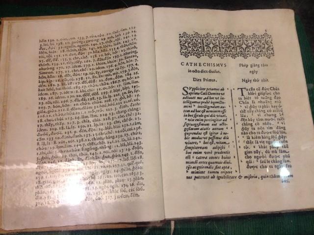 Cuốn sách đầu tiên in bằng chữ quốc ngữ Việt Nam được lưu giữ tại Nhà thờ cổ Mằng Lăng