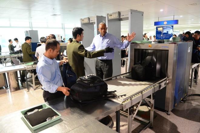 Không ít hành khách đã cố tình cầm nhầm đồ của hành khách khác trong lúc soi chiếu