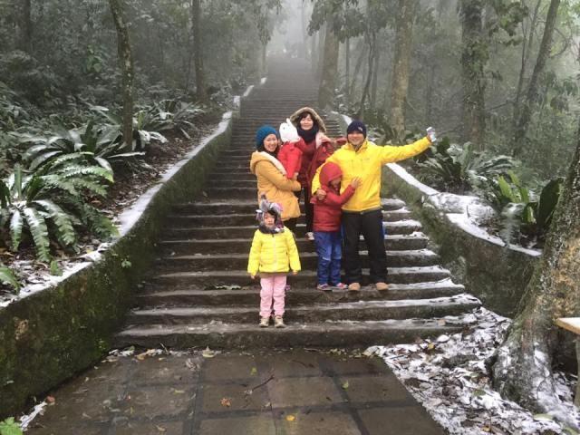 Băng tuyết rơi dày đặc trên đỉnh Ba Vì - Hà Nội ảnh 2